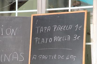 tapa de paella 1€. Plato 3€. A partir de las 14:00