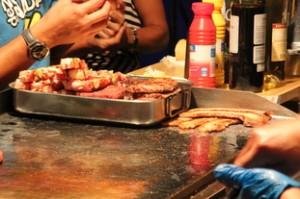 La plancha con carnes de canguro y avestruz