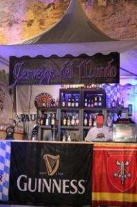 """La caseta de """"Cervezas del Mundo"""", una gran variedad de excelentes cervezas de distintas partes del mundo."""