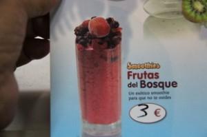 """También tienes """"Smnoothies"""" de distintos sabores. Para probar pedimos las frutas del bosque."""