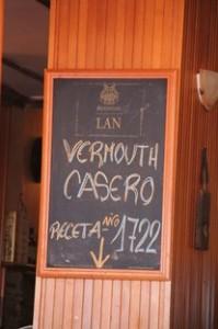 Como detalle curioso, disponen de un vermut casero con receta de 1722. Pedimos para probar, pero a uno de nosotros nos gustó mucho y al otro le pareció un poco excesivamente dulce.
