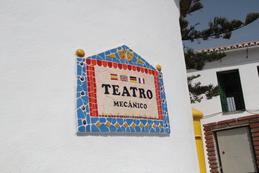 Echando una moneda el teatro funciona y lo hace en varios idiomas