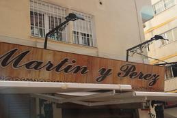 Letrero a la entrada del establecimeinto