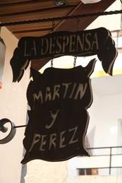 Otro letrero a la entrada del establecimiento