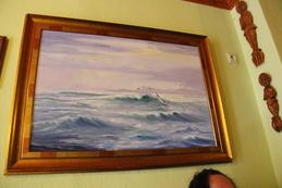 """El local está ecorado con cuadros marinos y con los premios recibidos en otras ediciones de la """"Ruta Erótica"""""""