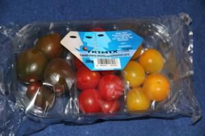 """A la izquierda """"tomates negros"""", en el centro """"Cherries"""" rojos y a derecha tomates dorados."""