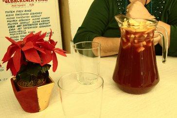 Como bebida pedimos una sangría, que nos trajeron llena de frutas. Su pecio 8 €.
