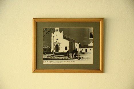 La parroquia de la Virgen del Carmen y Santa fe de los Boliches, antes del boom de la construcción. ¡Qué solitaria parece!