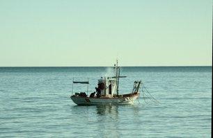 Barco de pesca en la playa de Los Boliches