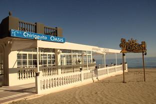 Una vista del chiringuito Oasis cerrado.