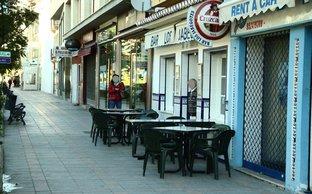 Loa Jabegotes con mesas en el exterior