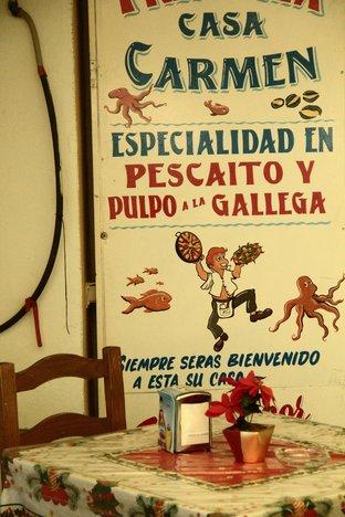 Especialidad en pescaíto y pulpo a la gallega.