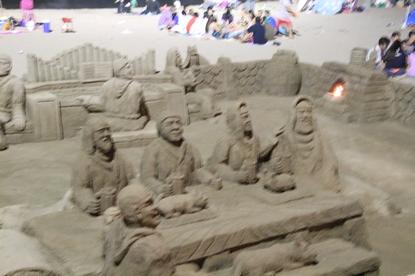 Monjes de arena a la luz de la Luna