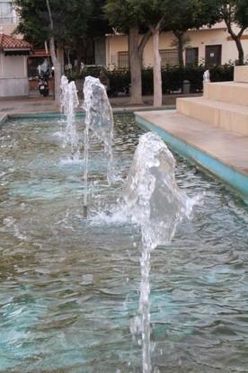 Detalle de la fuente que rodea el monumento