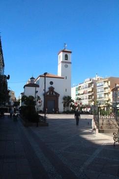 Plaza de la constitución. Al fondo la iglesia del Rosario, a la derecha un trocito del monumento a la Constitución