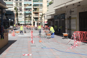 Obras en plaza peatonal. Al fondo Gamboa