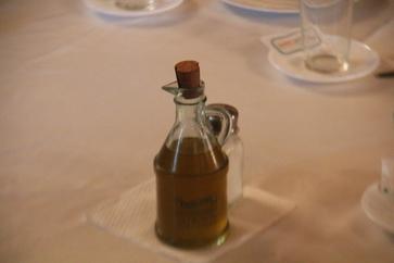 En la mesa no faltaba un buen aceite de oliva virgen de Córdoba