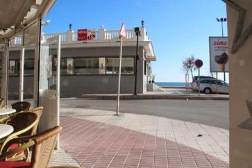En frente de Calypso el Gavia y la playa