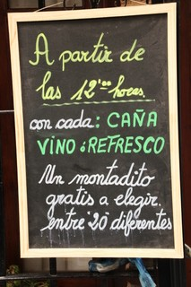 Una oferta muy interesante: a partir de lasa 12 de la mañana con cada vino o caña un montadito a elegir entre veinte distintos