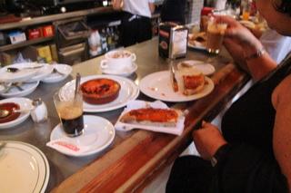 Aspecto de nuestro desayuno: café, tostada, zurrapa roja