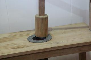 Por la parte de arriba se introduce la mezcla que formará el embutido