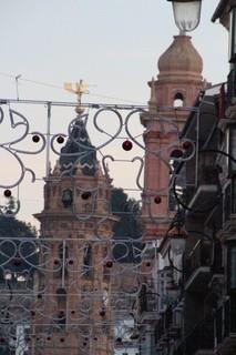En primer plano la torres de la Colegiata de San Agustín, al fondo la de la iglesia de San Agustín, Foto sacada des la calle