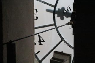 Trozo de la esfera del reloj, vista desde dentro de la torre. Pueden ver que es transparente.