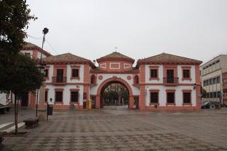 Edificio de correos. Aquí estaba el Palacio de la marquesa de García real, que se destruyó durante la guerra civil. Lo que se ahora es un edificio moderno