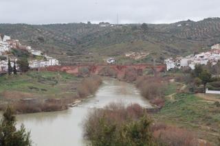 Río Gudalquivir. A izquierda y derecha cada uno de los barrios de Montor.