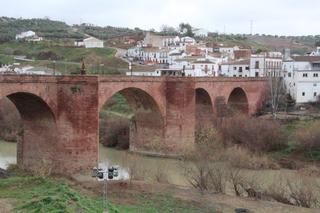 Puente sobre el Guadalquivir. Siglos XV y XVI