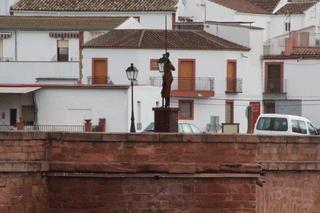 Escultura que adorna el puente