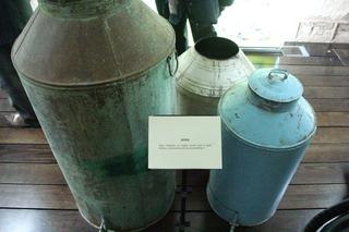 Zafras. Estas cántaras metálicas servían para el consumo familiar de aceite de Montoro.