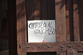 Algunos días tienen ofertas especiales. Por ejemplo: Chorizo al vino 1,50€. Dicho sea de paso, estaba riquísimo