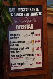 Ofertas. Copa de Rioja con tapa: 2,50€. Caña o refresco con tapa: 2,50€