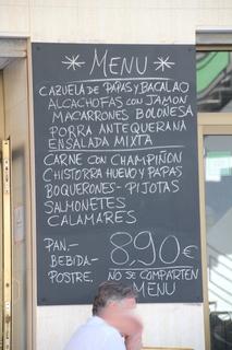 Menú del día: 8,90 € Un ejemplo de lo que pudiera ser: Macarrones Boloñesa, carne con champiñón, pan, bebida y postre