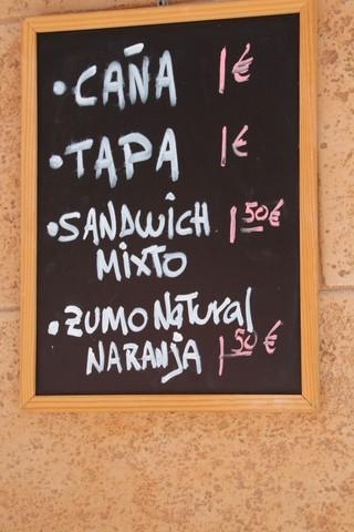 Caña 1€, tapa 1€, sandwich mixto 1,50€, zumo natural de naranja 1,50€