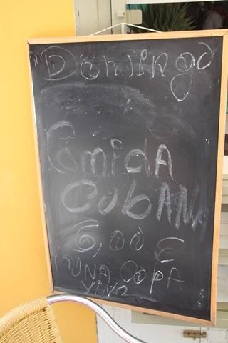 Domingo. Comida cubana inckyendo vaso de vino: 6€