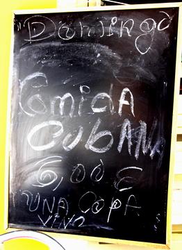 Ahora lo de Comida Cubana destaca más, pero creo que es menos legible.