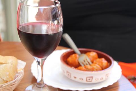 El vino de rioja y las albóndigas