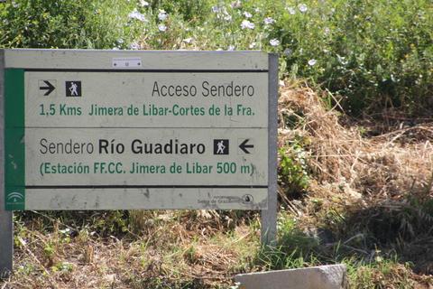 Seguimos los carteles que señalaban el sendero por el río Guadiaro