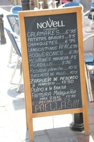 Calamares... 6,95; Patatas bravas..5,50; Chanquetes 6,95...