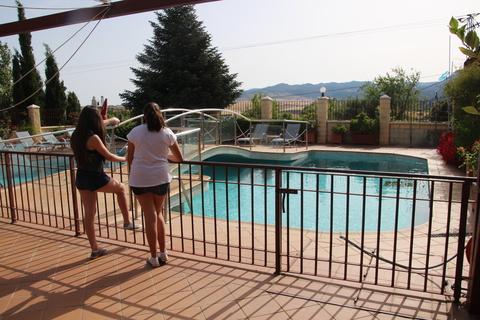 Piscina del hotel Sierra
