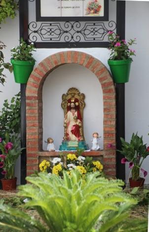 Altar en la calle Corrales