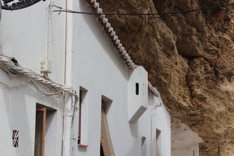 Curioso. Increíble. Espectacular. Nosotros nos guimos a vetr las construcciones de los indios paso en nortameérica y resukta que teníamos cosas muy arecidas en Cádiz-Málaga