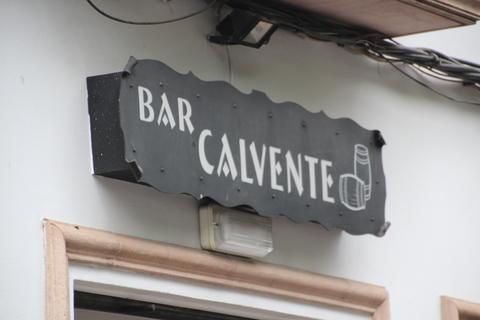 Nos vamos hacia el autobús y pasamos por Bar Calvente
