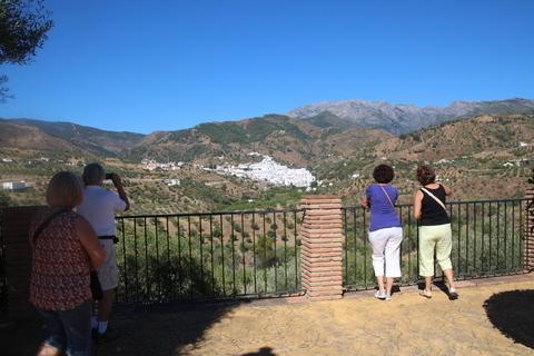 Mirador de San Roque; al fondo Tolox