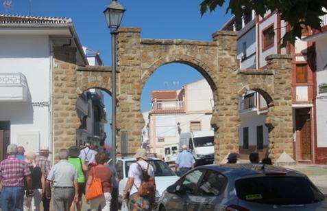 Puerta entera, con sus tres arcos