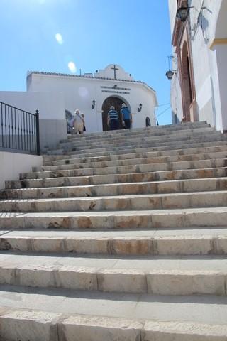 A la izquierda la parroquia. Al fondo la hermanda Veracruz