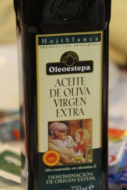 Un excelente aceite de oliva (Hojibalnca) de la Estepa. Aguadulce está muy cerca de Estepa.