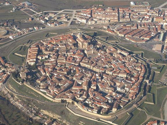 Vista aérea de Ciudad Rodrigo. Gentileza de Wikimedia. CC BY-SA 3.0. Suida por Alfontinto.